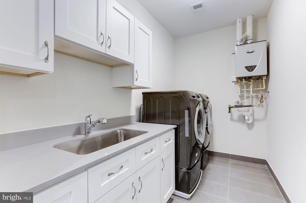 Laundry Room on Upper Level - 6834 CHURCHILL RD, MCLEAN