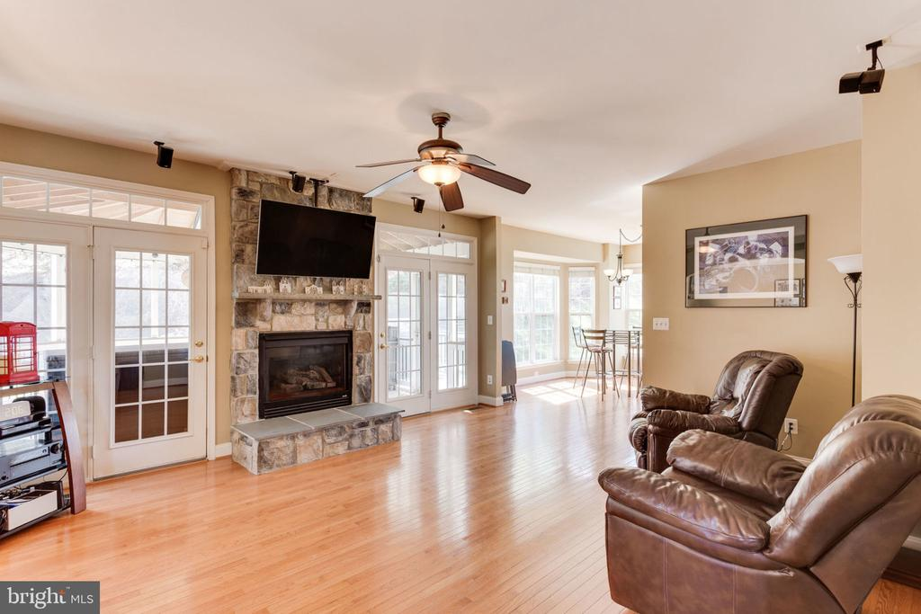 Living Room with Fireplace - 3403 BURGUNDY RD, ALEXANDRIA