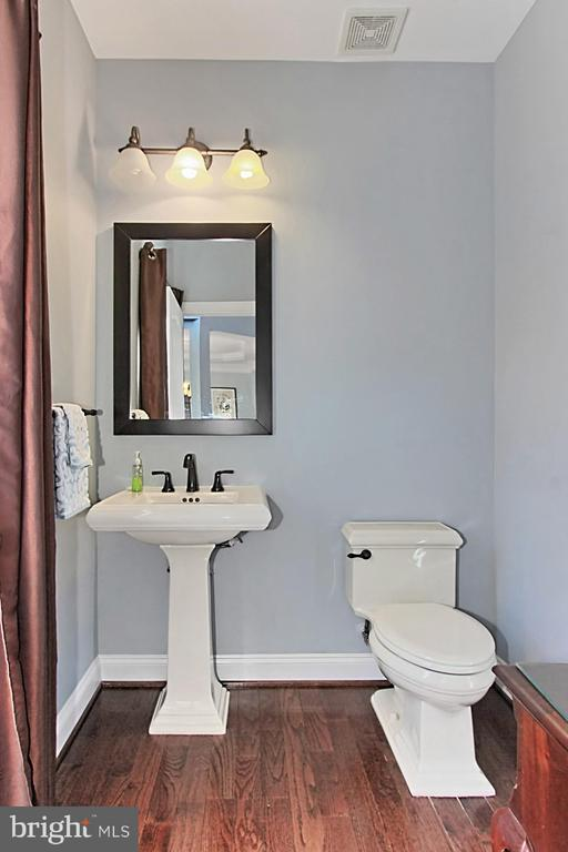 Powder Room/Half Bath - 19817 BETHPAGE CT, ASHBURN