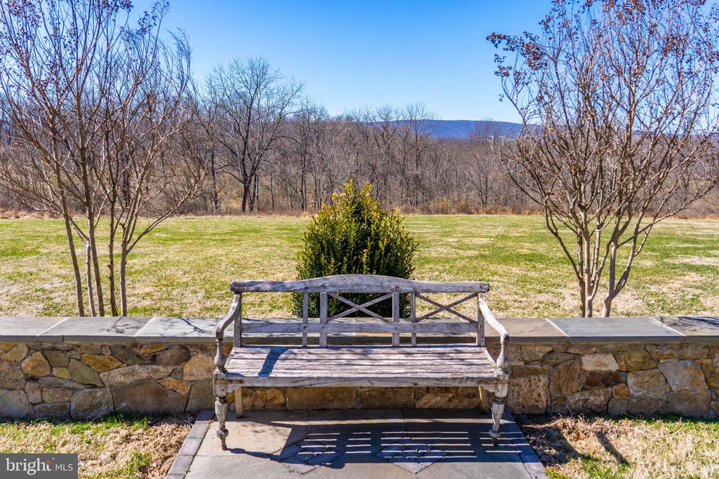- 21051 ST LOUIS RD, MIDDLEBURG