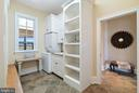 Functional  mudroom  with 2nd laundry - 21051 ST LOUIS RD, MIDDLEBURG