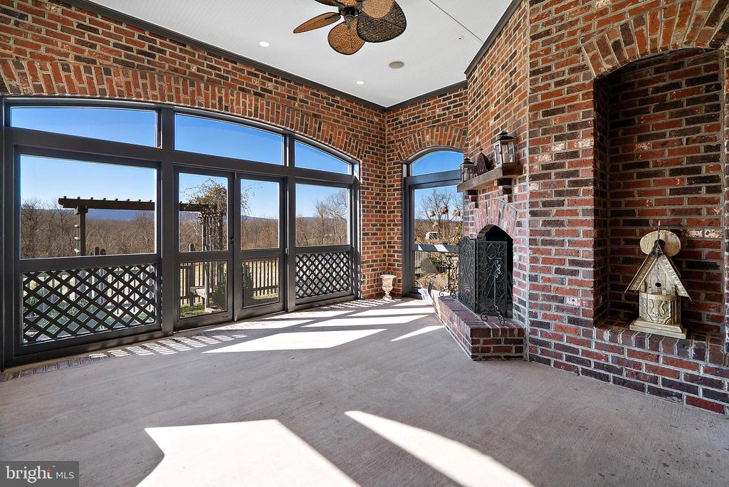 Screened porch with outdoor fireplace - 21051 ST LOUIS RD, MIDDLEBURG
