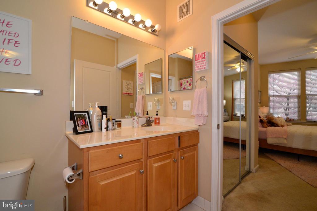 Second suite bath with dual access - 12001 MARKET ST #214, RESTON