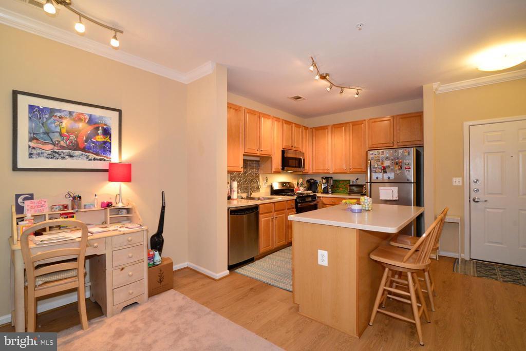 Kitchen dining room combo - 12001 MARKET ST #214, RESTON