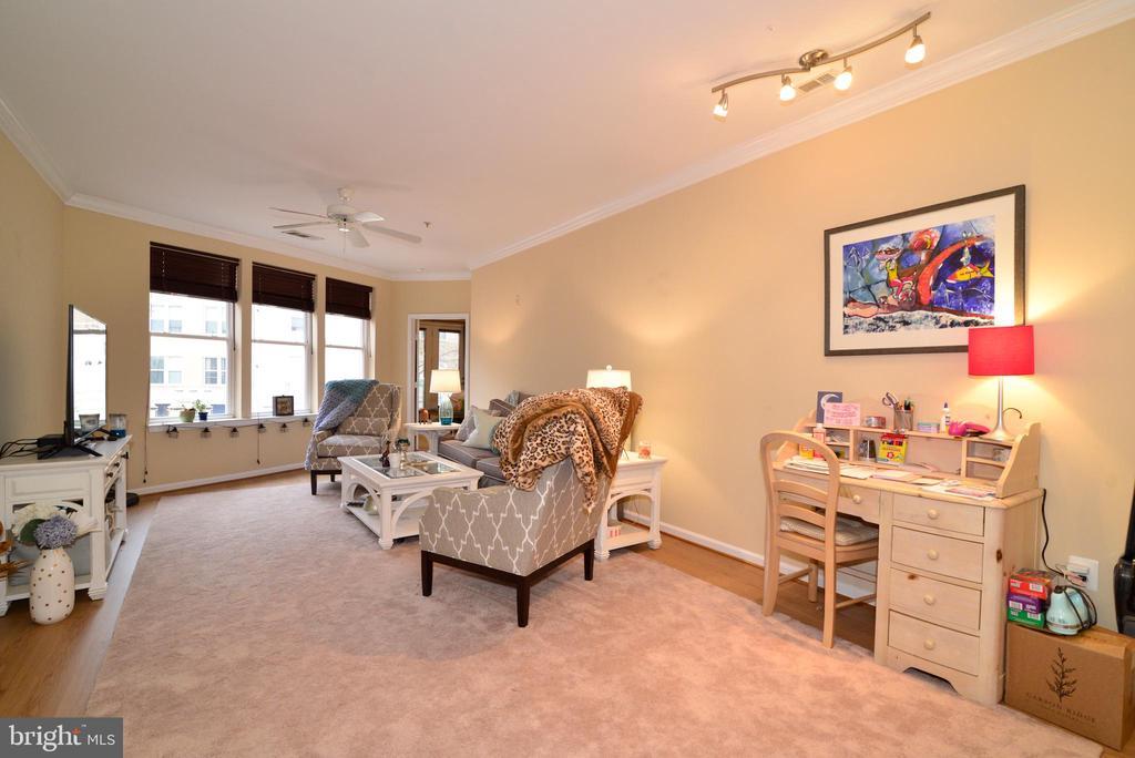 Living room dining room combo - 12001 MARKET ST #214, RESTON