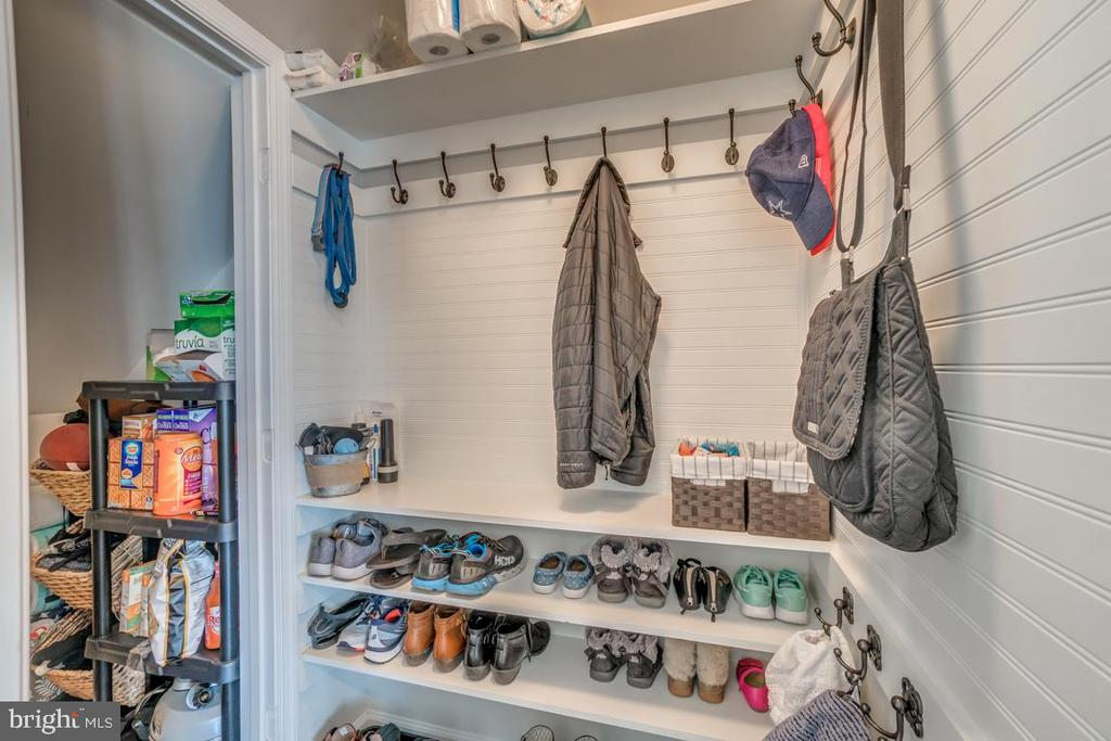 Custom Built-in Mudroom and Pantry - 861 BASSWOOD DR, STAFFORD