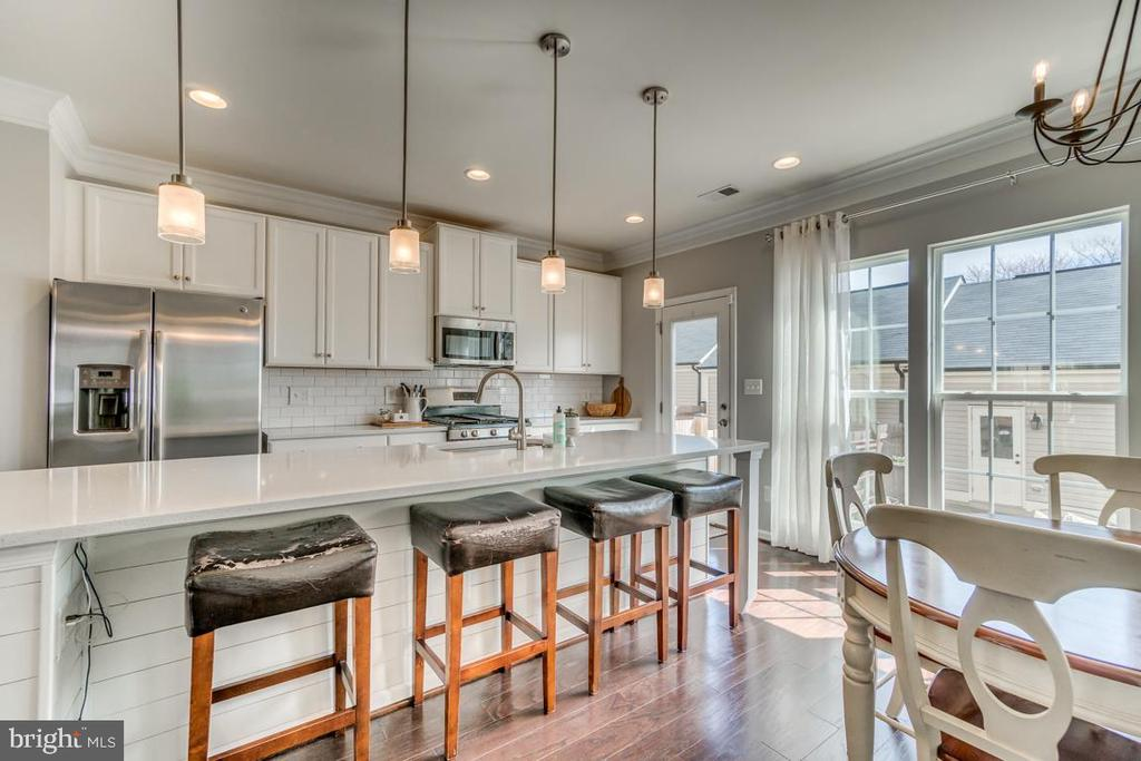 Open Concept Kitchen - 861 BASSWOOD DR, STAFFORD