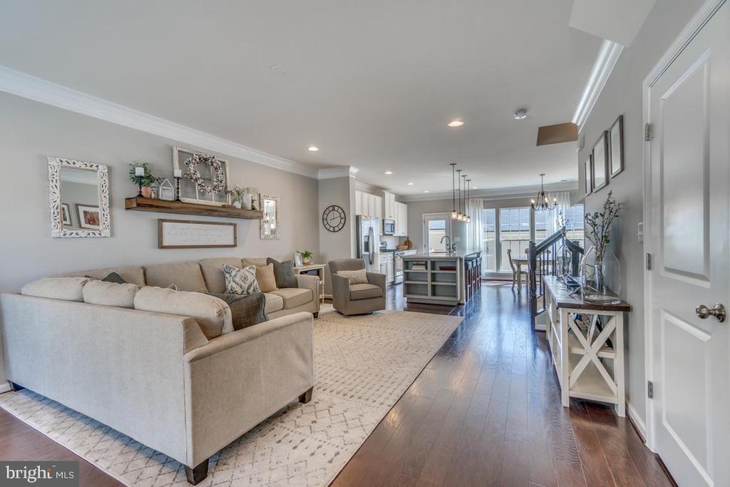 Hardwood Flooring throughout entire Main Level - 861 BASSWOOD DR, STAFFORD