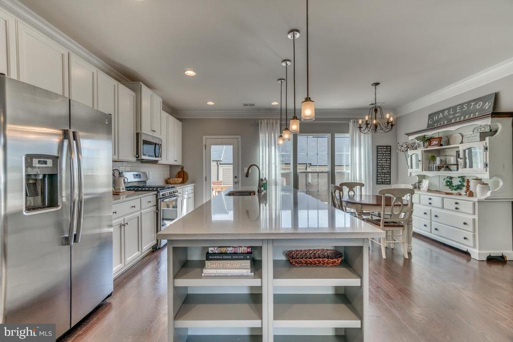 Built In Shelving on Large Island - 861 BASSWOOD DR, STAFFORD