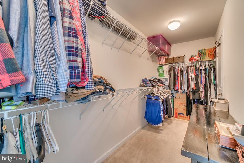 HUGE Walk In Closet. Runs entire Length of room. - 861 BASSWOOD DR, STAFFORD