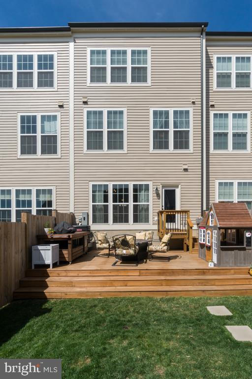 Low Maintenance Backyard - 861 BASSWOOD DR, STAFFORD