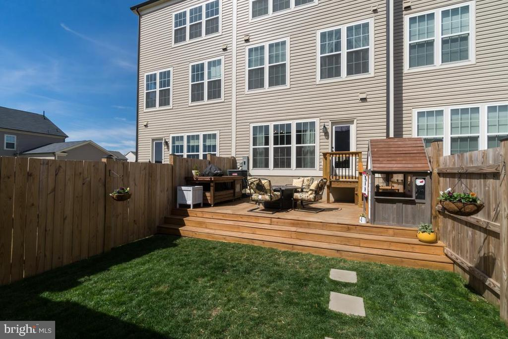 Wood Deck and Fence - 861 BASSWOOD DR, STAFFORD