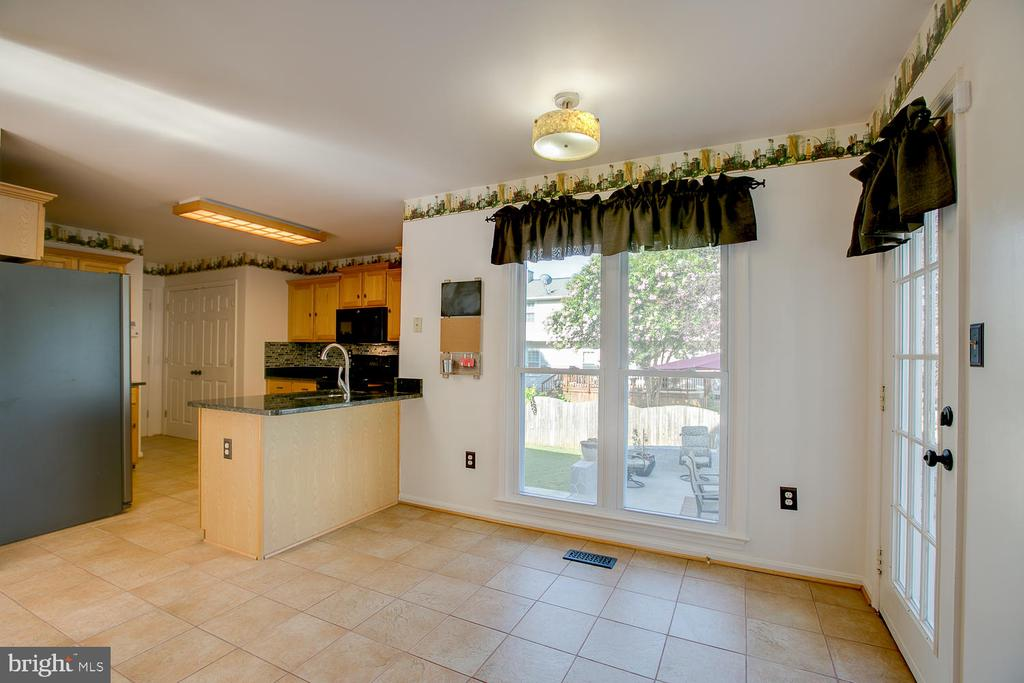 Quaint kitchen dining space! - 23 COOKSON DR, STAFFORD