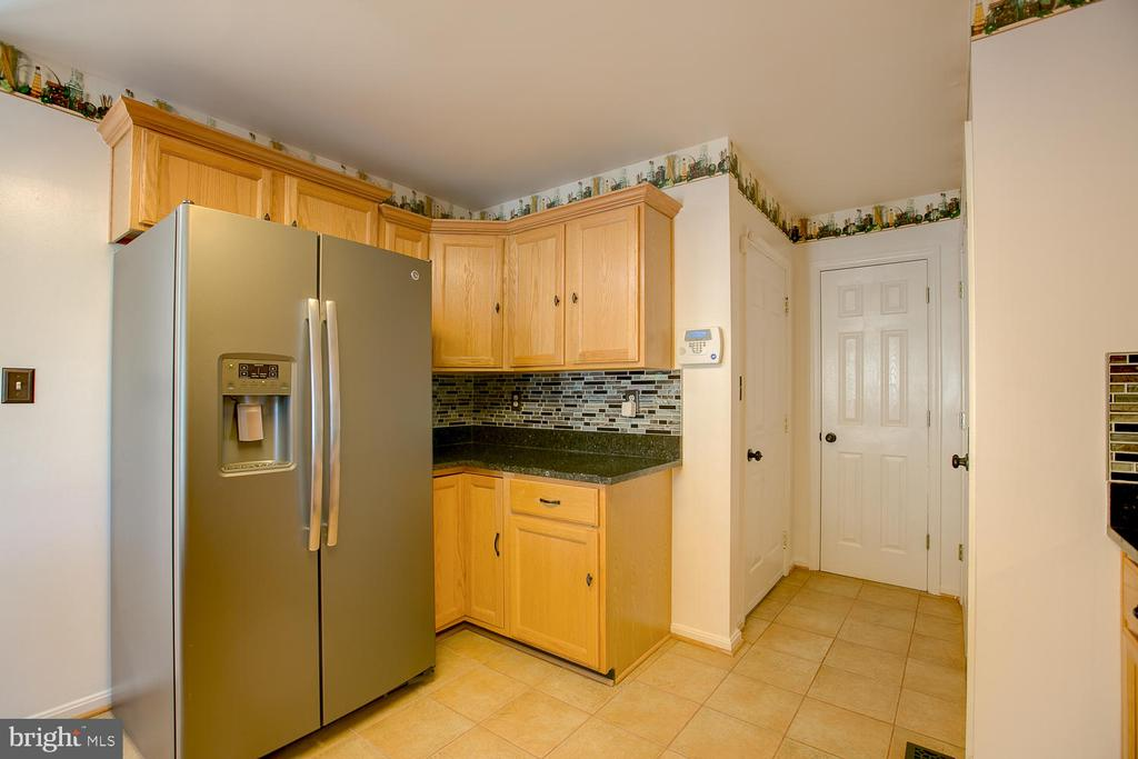 Tile flooring in kitchen! - 23 COOKSON DR, STAFFORD