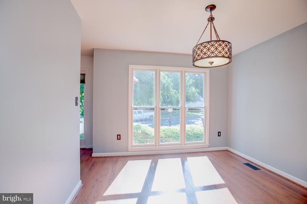Lots of sunlight! - 23 COOKSON DR, STAFFORD