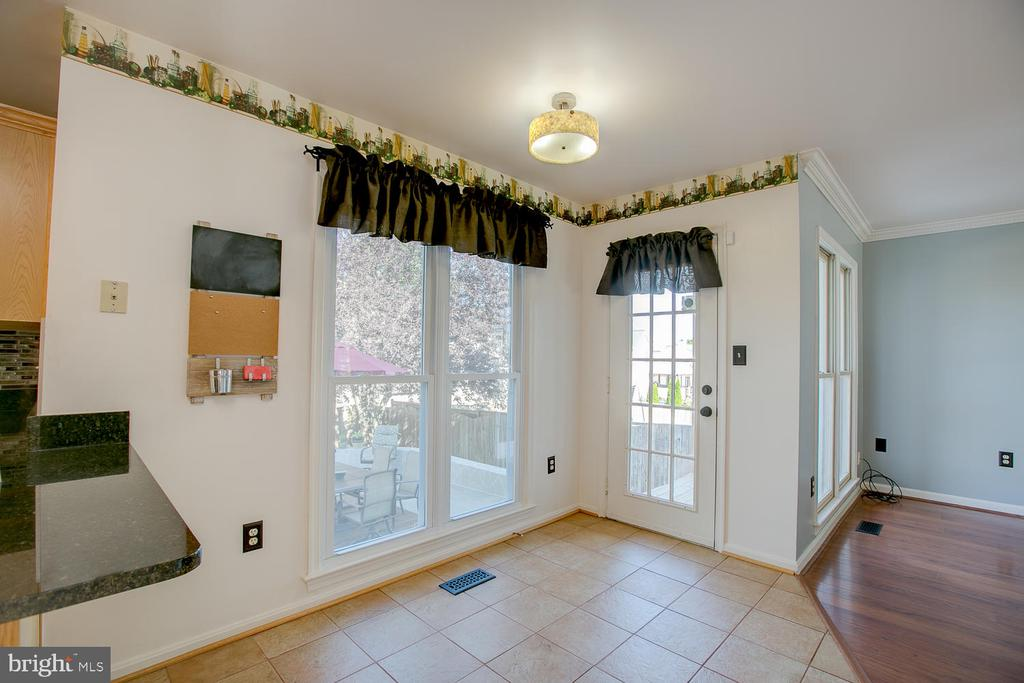 Easy access to patio! - 23 COOKSON DR, STAFFORD