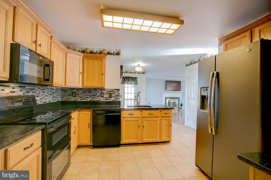 Newer appliances and granite countertops! - 23 COOKSON DR, STAFFORD