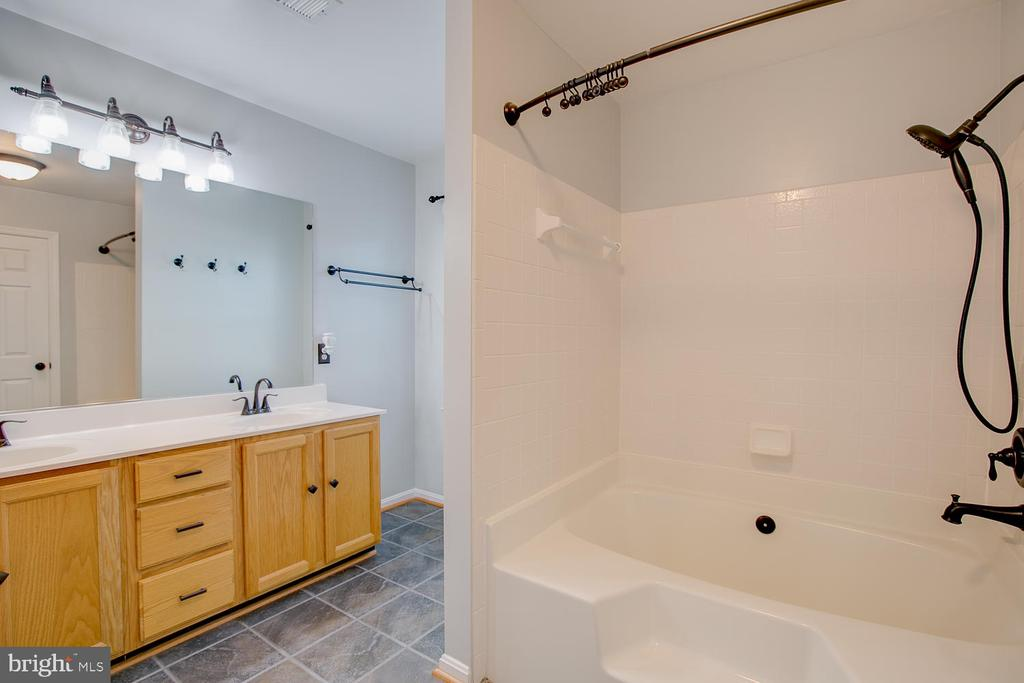 Dual sinks in master bath! - 23 COOKSON DR, STAFFORD