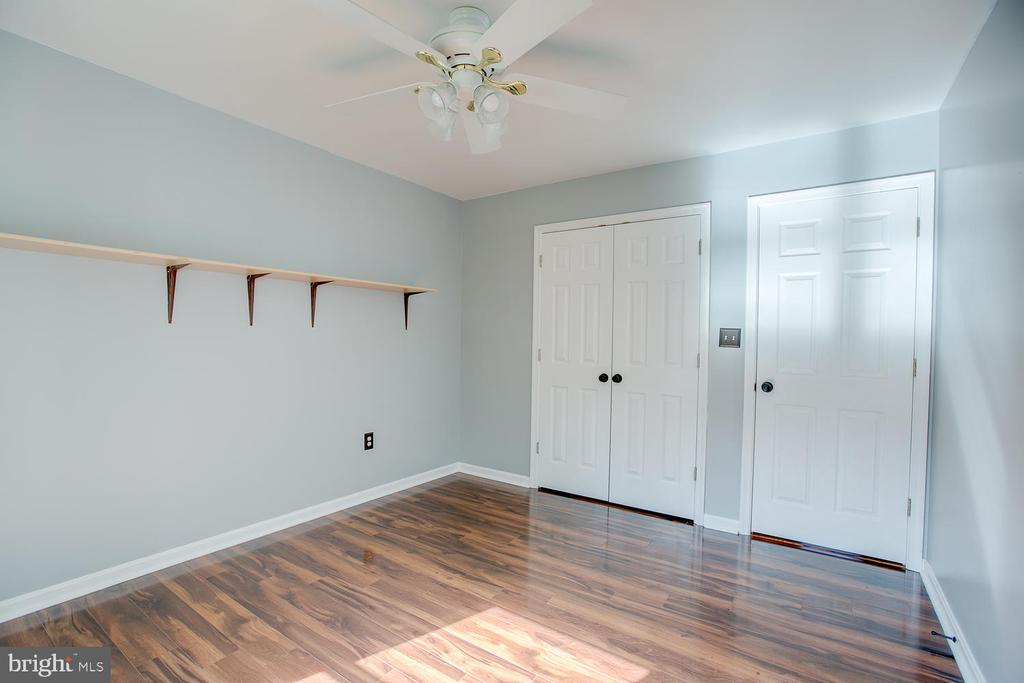 Crisp and bright bedroom! - 23 COOKSON DR, STAFFORD