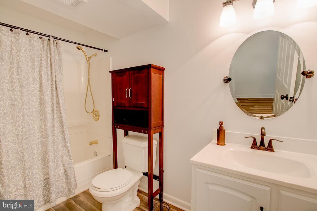 Full bath in basement! - 23 COOKSON DR, STAFFORD