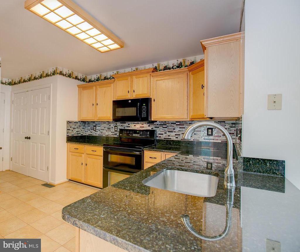 Nice workspace in kitchen! - 23 COOKSON DR, STAFFORD