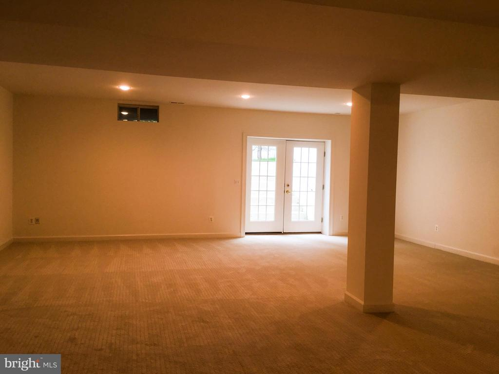Huge rec room - 2374 JAWED PL, DUNN LORING