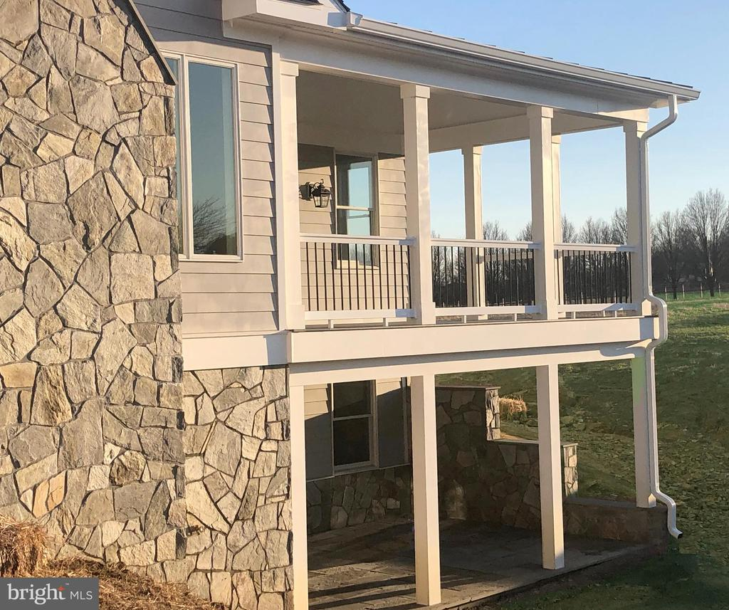 Double Porches to capture Mountain and stream view - 38042 GREENWOOD FARM LN, PURCELLVILLE