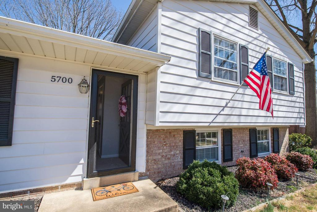 One of Kingstowne 3 Bedroom Homes for Sale at 5700  ASHFIELD ROAD