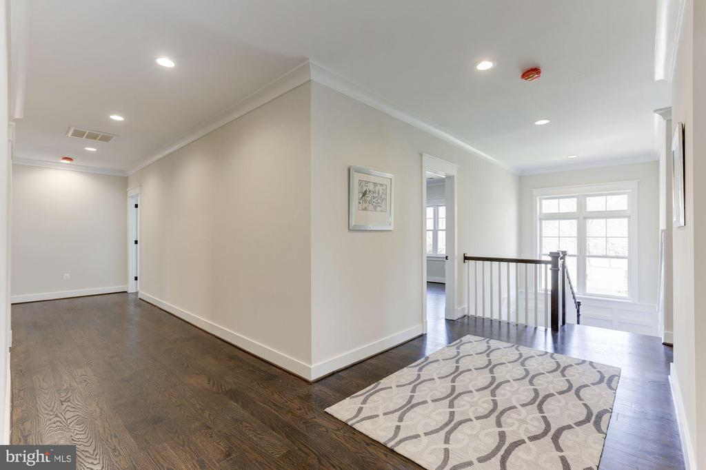 Upper Foyer / Hallway - 6834 CHURCHILL RD, MCLEAN