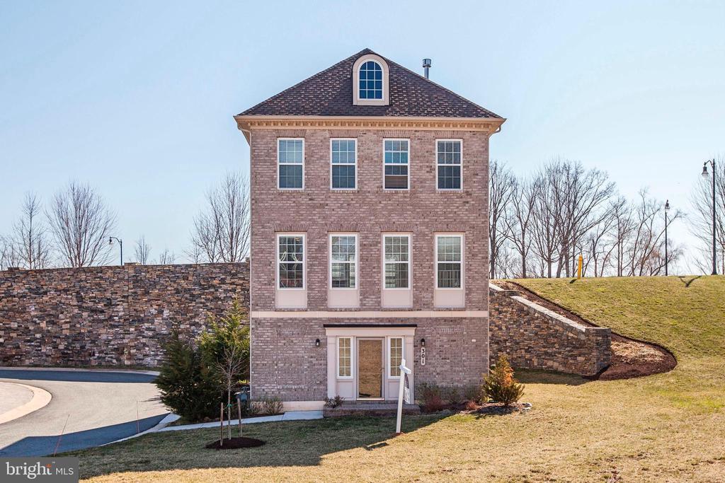 301  WHITE ASH PLACE, Gaithersburg, Maryland