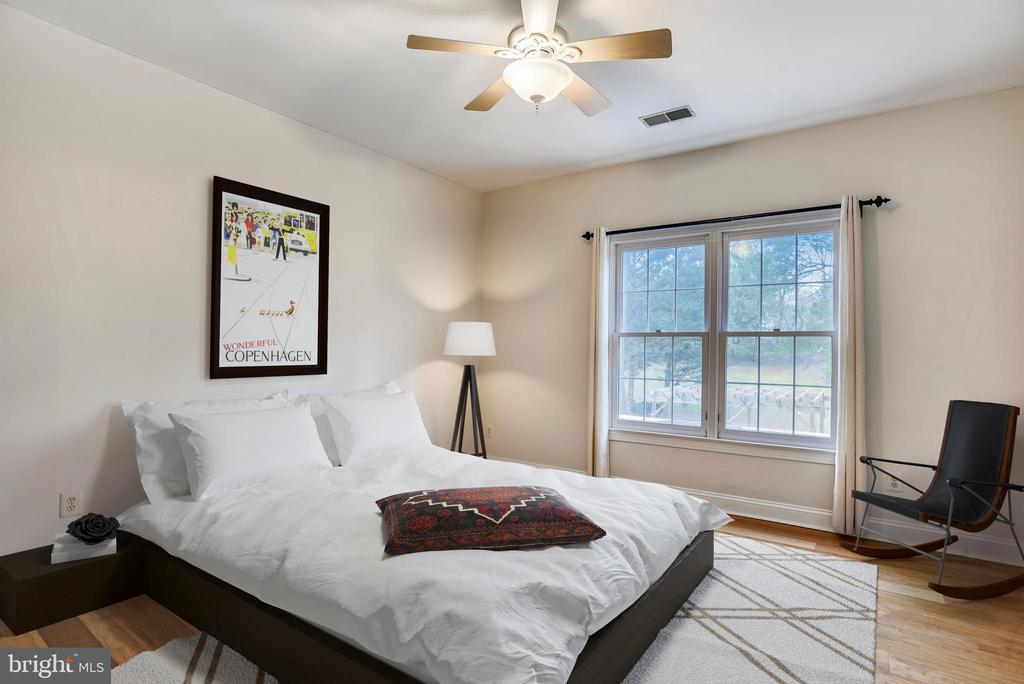 This bedroom has a buddy bath with the 4th bedroom - 3103 PINE OAKS WAY, OAK HILL
