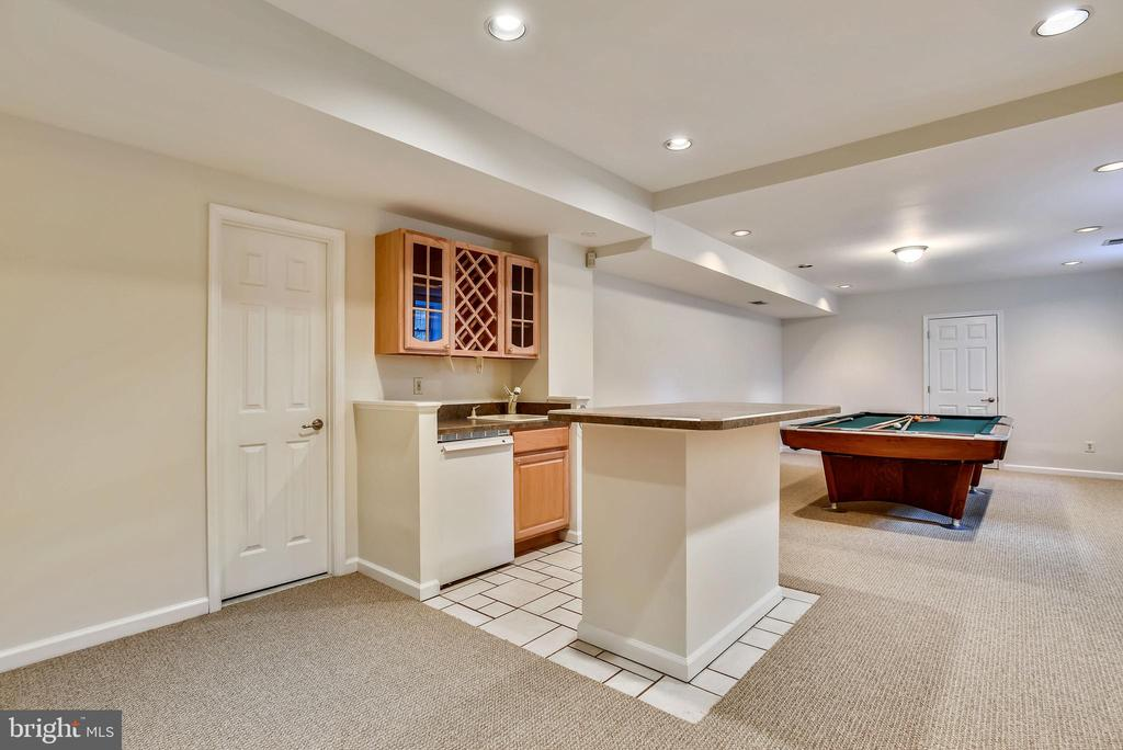 Wet bar w/ room for entertainment/ exercise - 3103 PINE OAKS WAY, OAK HILL