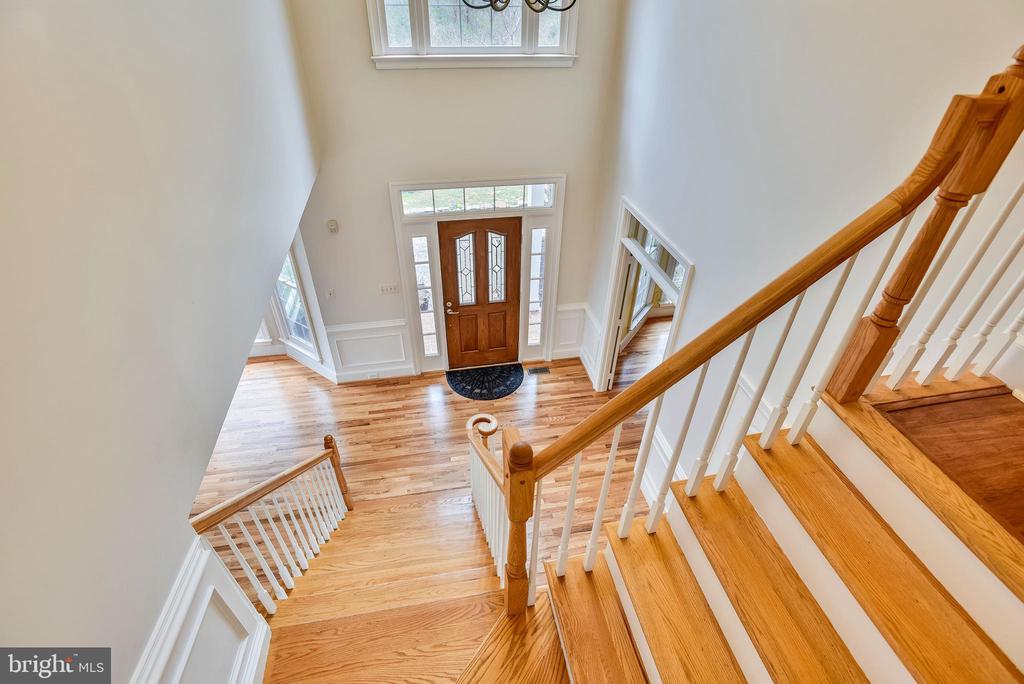 Hardwood stairs in 2 story foyer - 3103 PINE OAKS WAY, OAK HILL