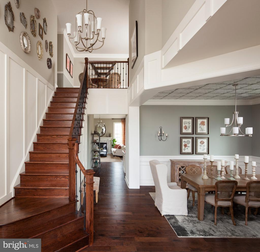 Deerfield  Foyer Example  Picture - 6117 CHANCELLORSVILLE DR, GAINESVILLE