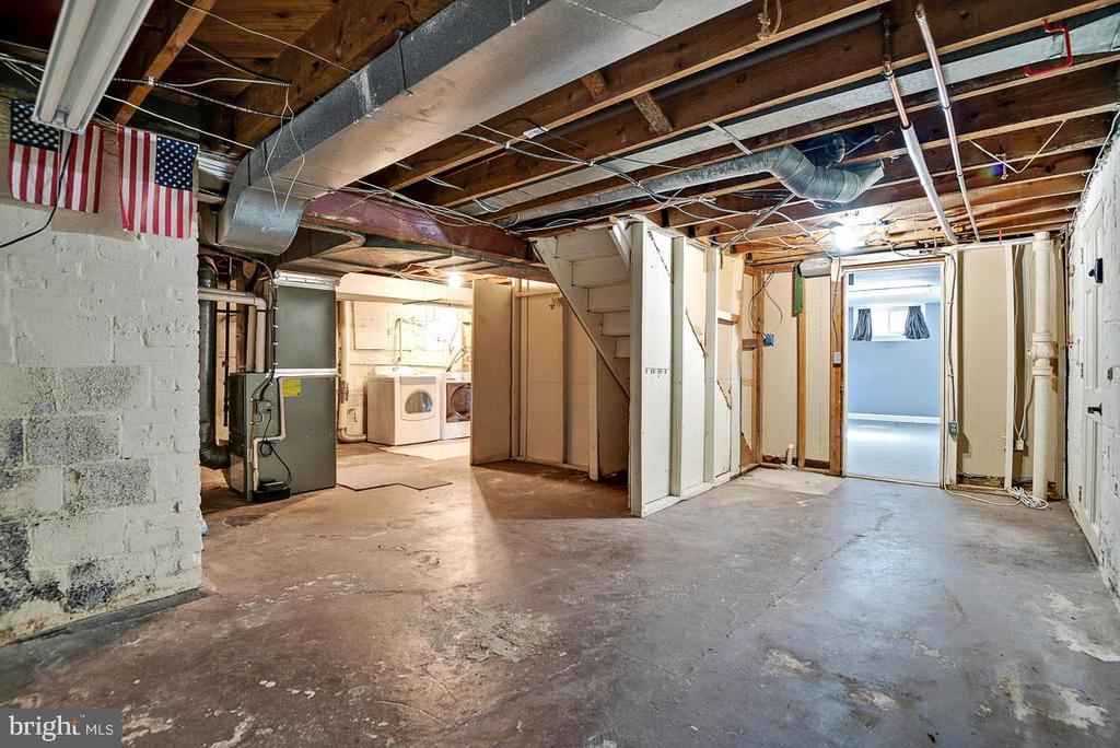 Storage Area - 4910 25TH ST N, ARLINGTON