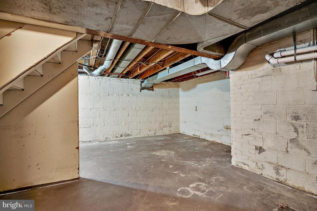 Additional Storage - 4910 25TH ST N, ARLINGTON