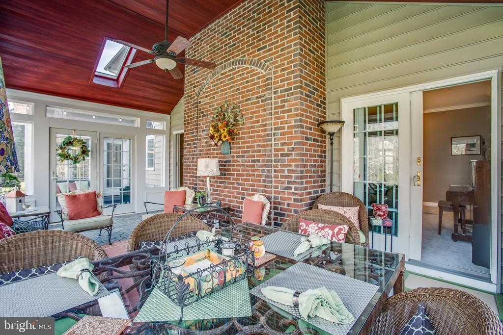 Room for dining or lounging - 110 CARROLL CIR, FREDERICKSBURG