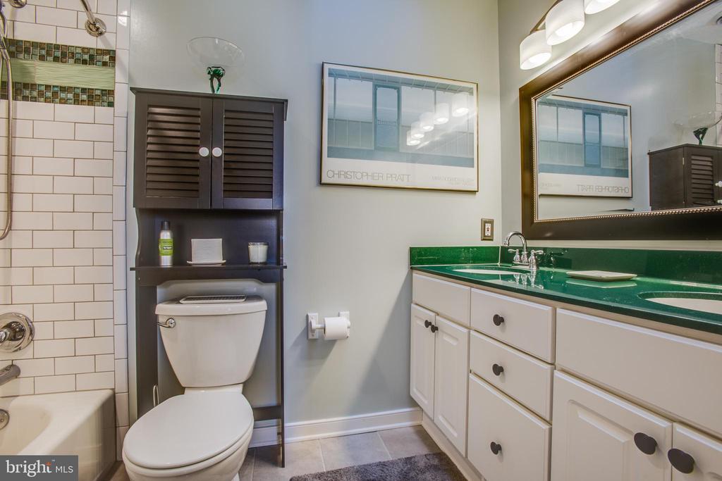 Second floor full bath w/ beautifully tiled shower - 110 CARROLL CIR, FREDERICKSBURG
