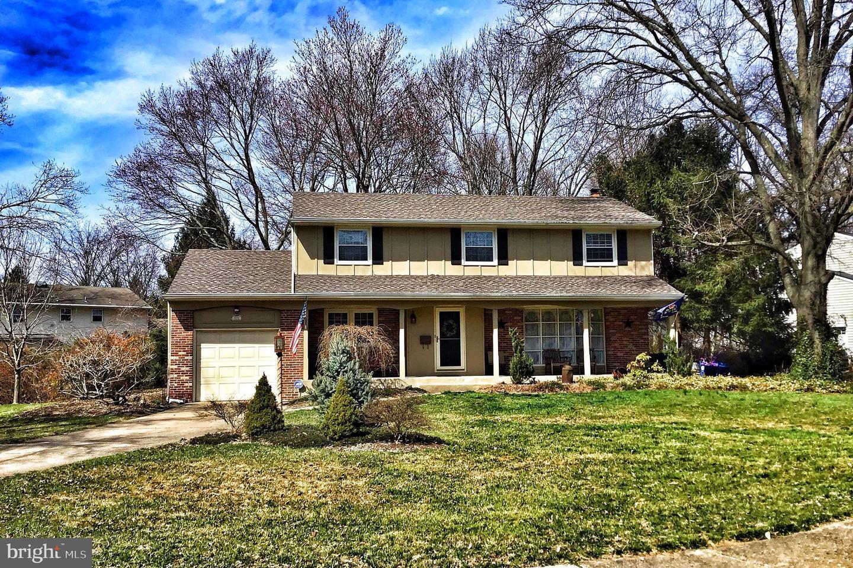 Частный односемейный дом для того Продажа на 701 MEADOWVIEW Drive Cinnaminson, Нью-Джерси 08077 Соединенные Штаты