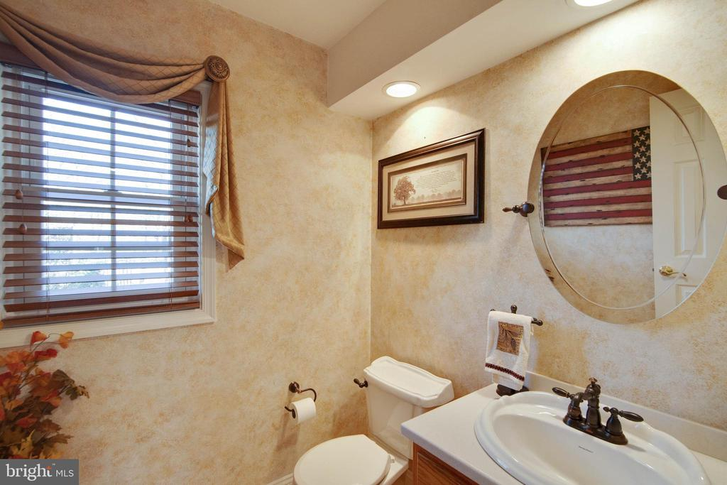 First floor powder room - 6302 PANDA CT, WALDORF