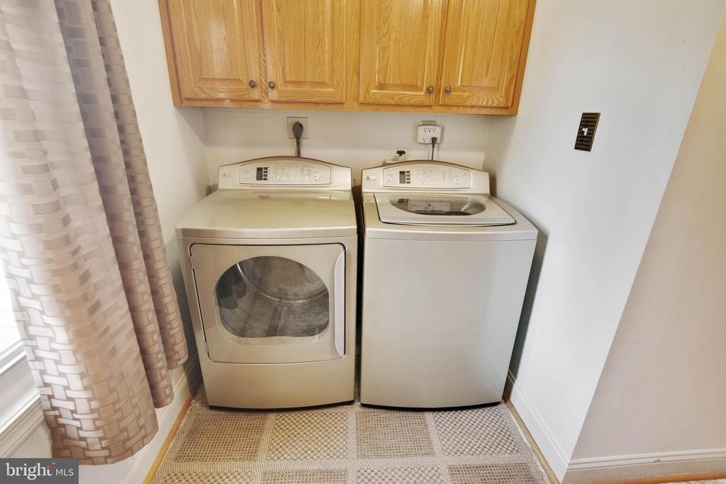 Laundry w/  GE Profile washer & dryer - 6302 PANDA CT, WALDORF