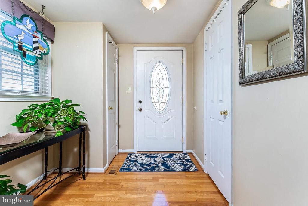 Foyer - 9703 TINY CT, BURKE