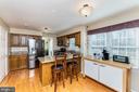 Granite counter tops and bar seating - 9703 TINY CT, BURKE