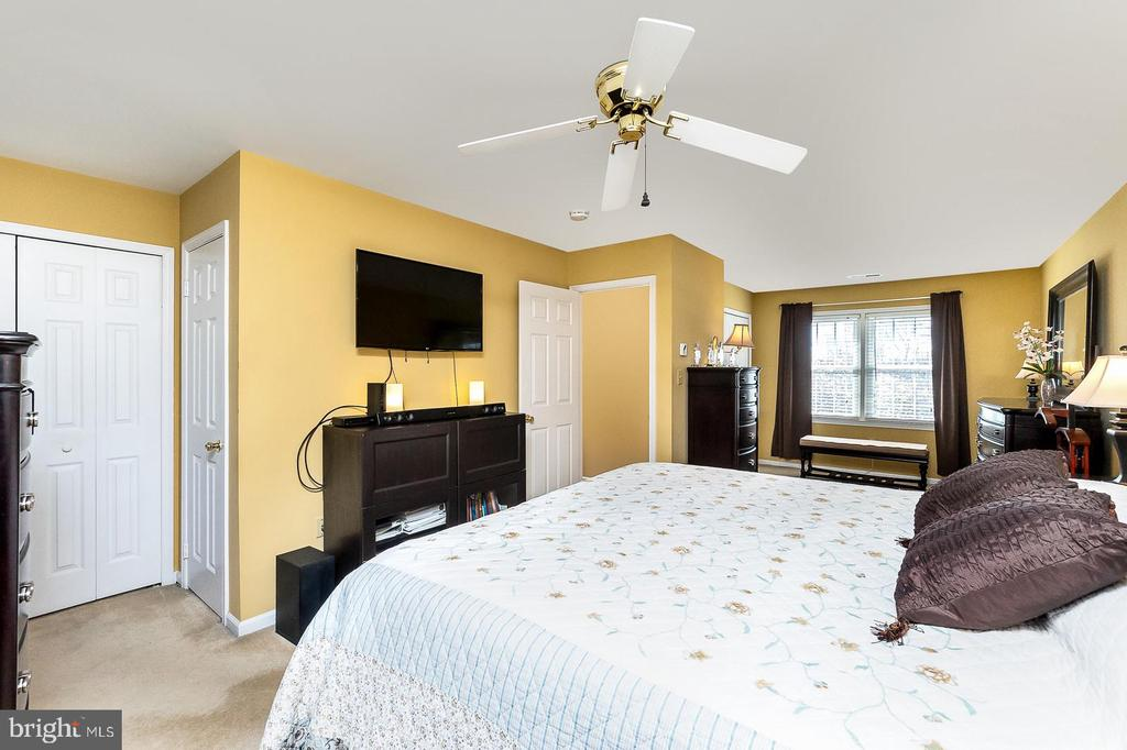 Master suite has sitting/dressing area & 2 closets - 9703 TINY CT, BURKE