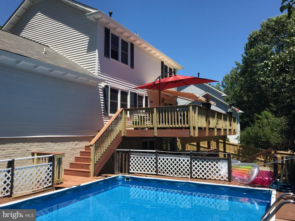 Imagine taking a dip right outside your door - 9703 TINY CT, BURKE