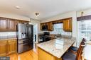 Eat-in kitchen with new stainless steel appliances - 9703 TINY CT, BURKE
