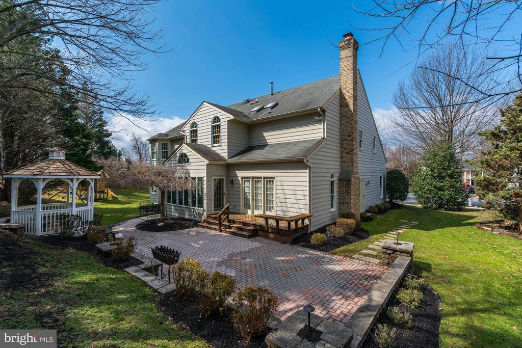 picture perfect - 12 CLIMBING ROSE CT, ROCKVILLE