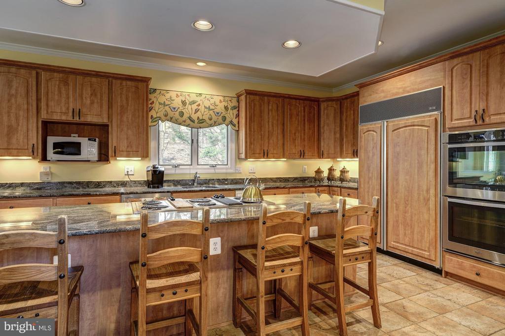 gourmet kitchen - 12 CLIMBING ROSE CT, ROCKVILLE