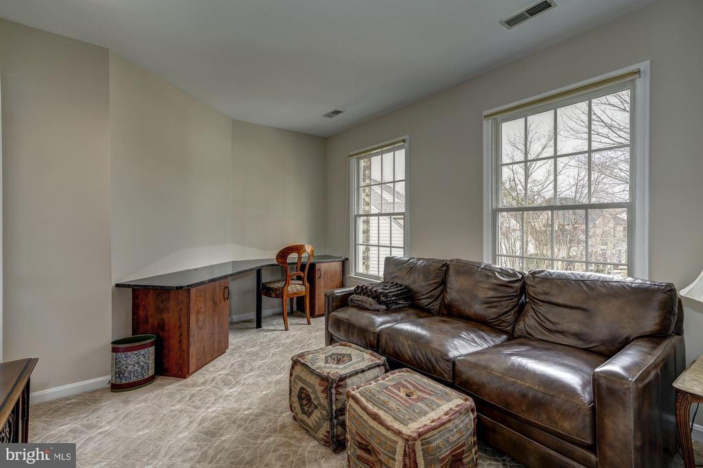 sitting room/fifth bedroom - 12 CLIMBING ROSE CT, ROCKVILLE