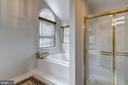 soaking tub and separate shower - 12 CLIMBING ROSE CT, ROCKVILLE